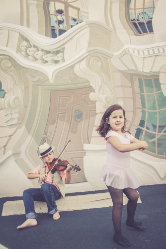A violinist and a ballerina